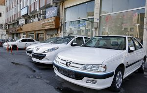 تاثیرات ریزش نرخ ارز در بازار خودرو/ریزش ۱۰ میلیونی قیمت پژو ۲۰۶