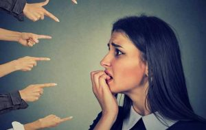 رهایی از عذابی آشنا؛ دیگران درباره ما چه فکر میکنند؟