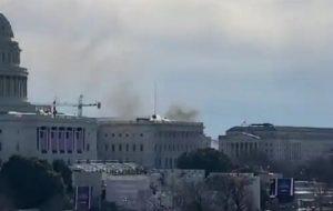ساختمان کنگره آمریکا تعطیل شد/ دود واشنگتن را فرا گرفت