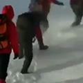 نجات کوهنوردان از زیر بهمن توسط گروه نجات