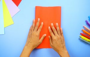 چگونه می توان کاغذ را تا کرد برای بروشورهای Tri Fold