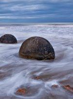 با تور مجازی به ساحل موئراکی در نیوزلند سفر کنید