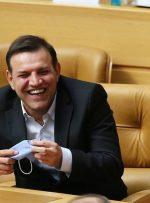 دفاع عزیزی خادم از انتخاب جنجالیاش