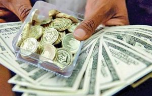 قیمت سکه و ارز در بازار ۱۴۰۰/۰۶/۱۷/ دلار چقدر قیمت خورد؟