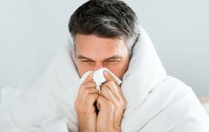 همه اشخاص دارای علایم سرماخوردگی قرنطینه شوند
