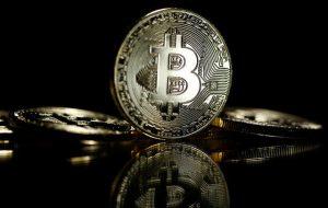 جنگ دلار و بیت کوین؛ شکست ارزهای رایج در مقابل رمزارزها؟