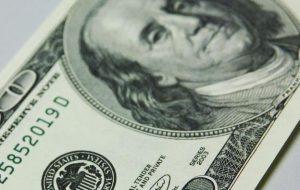 رانندگان کوتاه مدت برای دلار سبز جمع می شوند