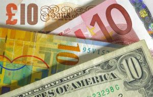 داده های اقتصادی پوند و دلار سبز را در کانون توجه قرار می دهد