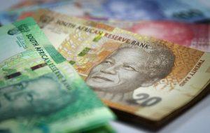 رند پس از مخلوط کردن تولید ناخالص داخلی آفریقای جنوبی محو می شود