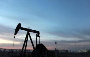 قیمت نفت در محدوده افتتاحیه ماهانه معامله می شود زیرا Ida به داده های نفت خام ایالات متحده ضربه می زند