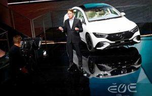 مدیرعامل دایملر می گوید خودروسازان ممکن است تا سال 2023 با کمبود تراشه روبرو شوند