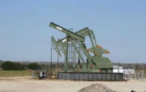 نفت دیر می رود ، تحت تاثیر طرح تامین چین ، حراج اوراق قرضه ایالات متحده قرار گرفت
