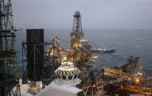 همچنان که نیکلاس خلیج فارس را محکوم می کند ، قیمت همچنان در حال افزایش است
