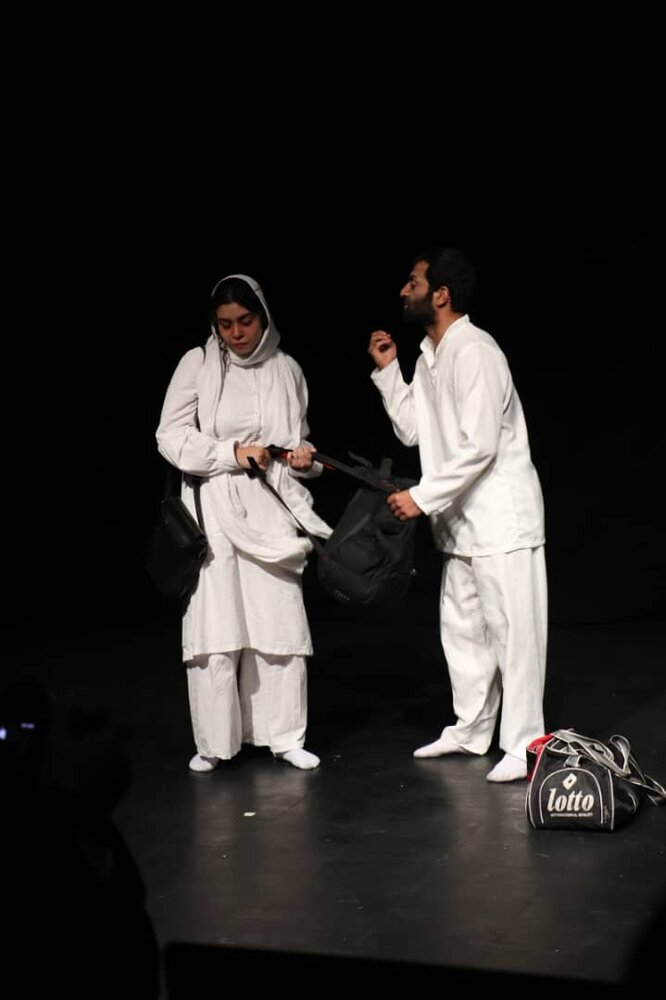 سناتور حسینی: طالبان عوض نمیشوند؛ ذاتشان همان است که بود