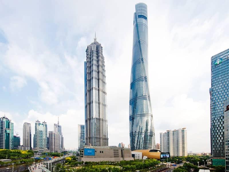 دو آسمانخراش بسیار بلند با معماری متفاوت