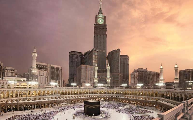 برج ساعت مکه در کنار مسجدالحرام