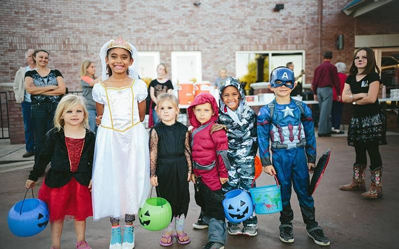 بچه ها با لباس هالووین