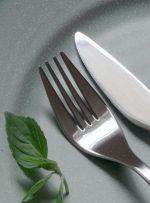 آداب غذا خوردن؛ نکاتی برای میزبان و مهمان که بهتر است فراموش نکنید