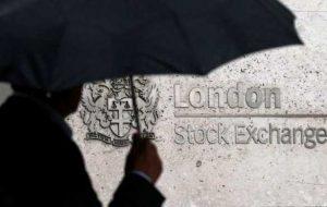 FTSE 100 به عنوان کالا ، سهام سهام 1 درصد کاهش می یابد