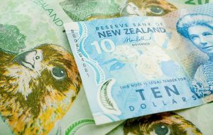 NZD/USD به پایین ترین حد خود باز می گردد ، در حالی که قیمت دلار اندک است ، قیمت صعودی باقی می ماند