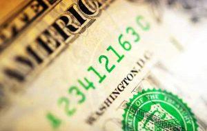حقوق و دستمزد غیرکشاورزی آمریکا دلار سبز را در کانون توجه قرار می دهد