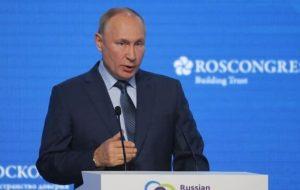 پوتین: میتوانم دوباره نامزد انتخابات شوم/ دلار در حال ضعیف شدن است