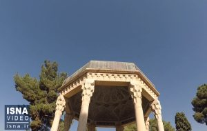 ویدئو / گلباران آرامگاه حافظ در شیراز