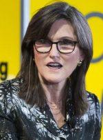 Cathie Wood's Ark Invest 2.2 میلیون سهام رابینهود در حال سقوط را افزایش داد